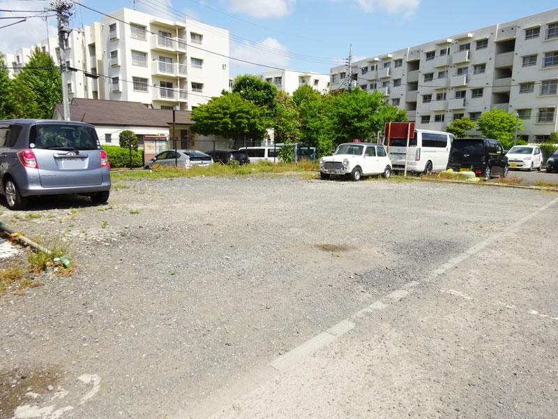一番町事務所付駐車場